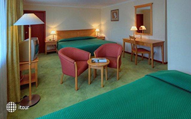 Orquidea Hotel 5