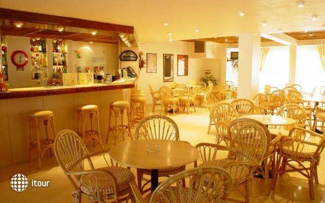 Valmangude Jardim Sun & Garden Club 6
