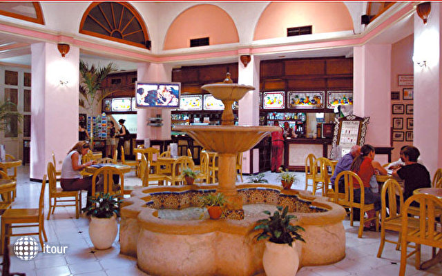 Hotel Plaza 5