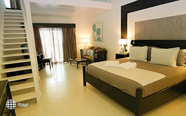 Ocean Blue & Sand Beach Resort 9