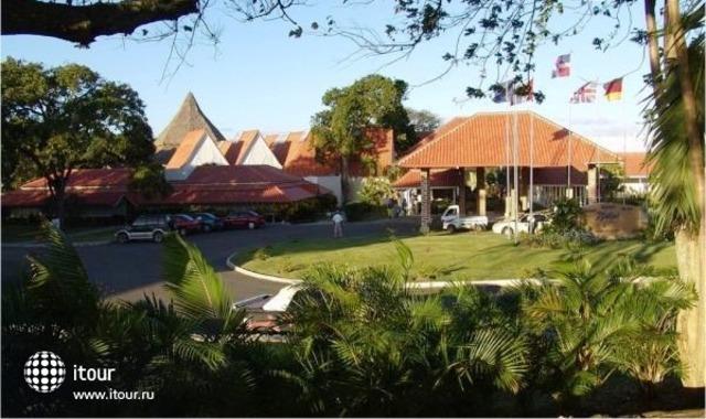 Breezes Sol De Plata Beach Resort 1