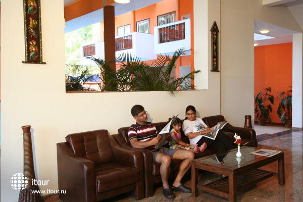Le Seasons Beach Resort Candolim 9