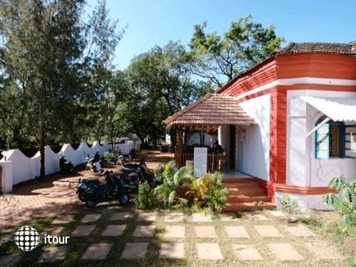 Anjuna Beach Resort 10