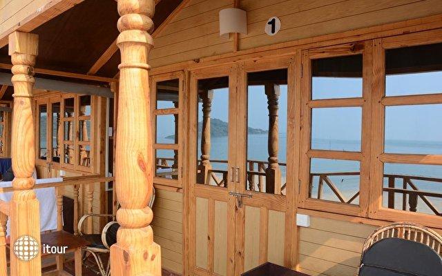 Neptune Point Beach Resort 6