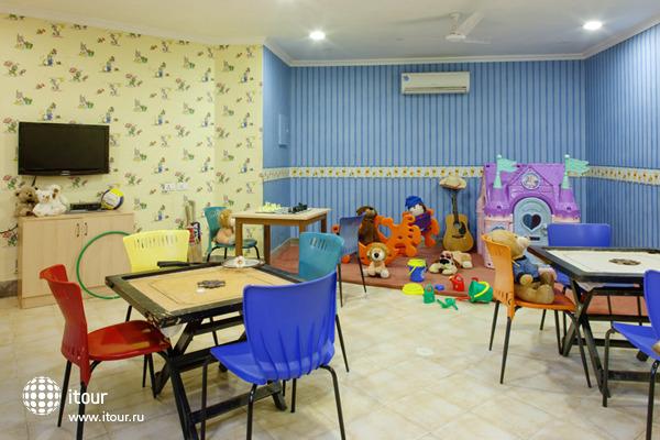 Holiday Inn Resort 6