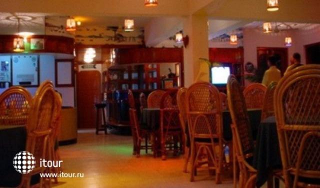 Gaffinos Beach Resort 4