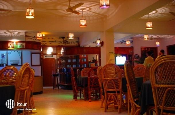 Gaffinos Beach Resort 7