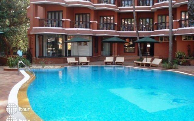 The Baga Marina Beach Resort & Hotel (ex. Beacon Court),  5