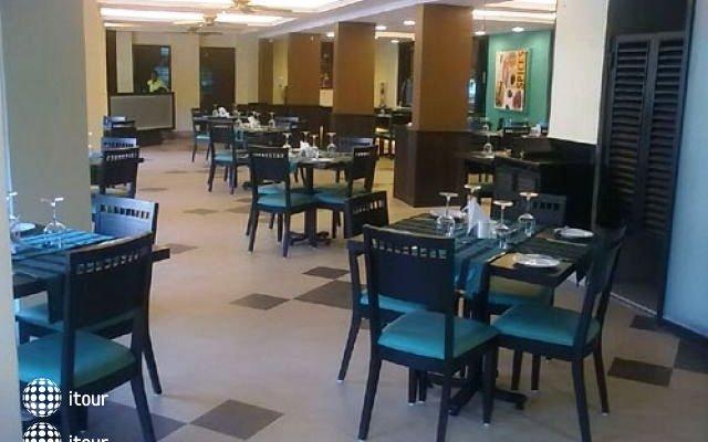 The Baga Marina Beach Resort & Hotel (ex. Beacon Court),  6