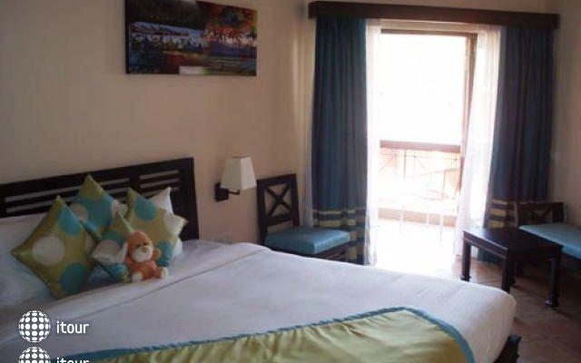 The Baga Marina Beach Resort & Hotel (ex. Beacon Court),  3