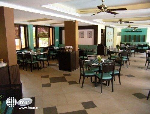 The Baga Marina Beach Resort & Hotel (ex. Beacon Court),  9