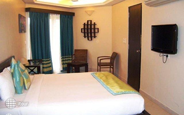The Baga Marina Beach Resort & Hotel (ex. Beacon Court),  10