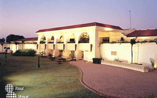 The Zuri Varca Goa White Sands Resort (ex Radisson) 10