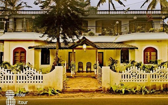 Banyan Tree Courtyard 1