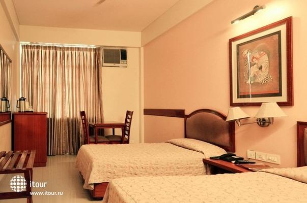 Hotel Tourist Deluxe 10