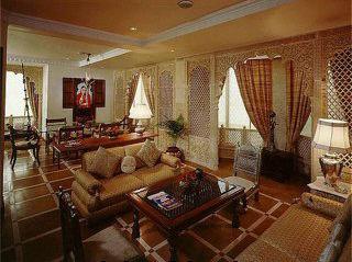 Holiday Inn Bombay 4