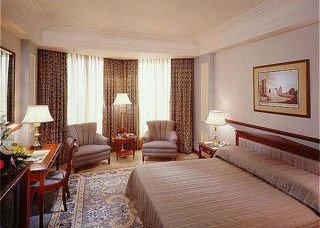 Holiday Inn Bombay 9