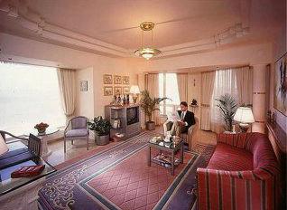 Holiday Inn Bombay 8