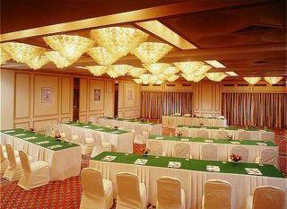 Holiday Inn Bombay 7