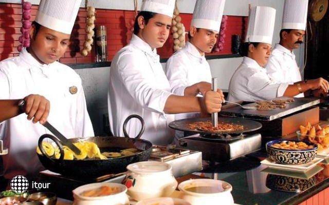 Ramee Guestline Hotel Juhu 8