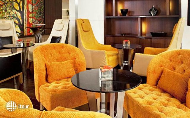 Holiday Inn Mumbai International Airport 7