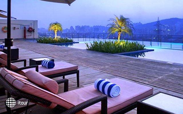 Holiday Inn Mumbai International Airport 2
