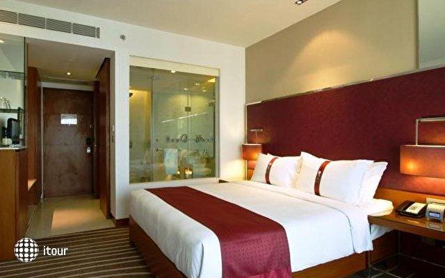 Holiday Inn Mumbai International Airport 3