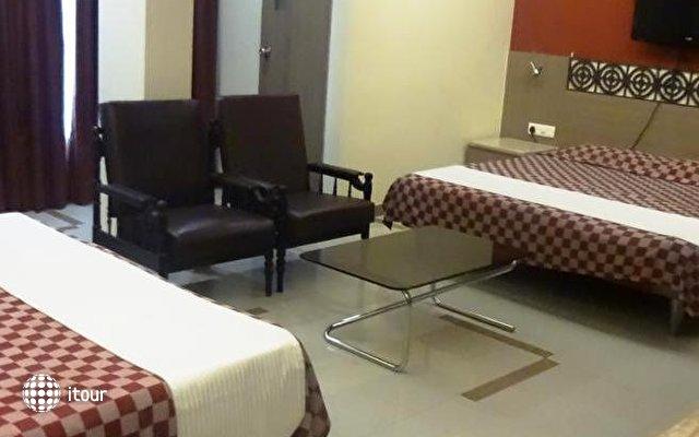 Unicontinental Hotel 9