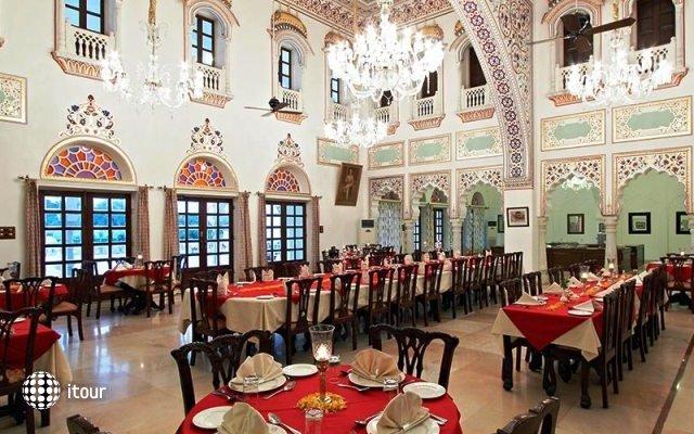 Laxmi Vilas Palace 4