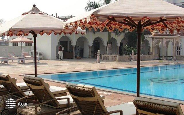Laxmi Vilas Palace 9