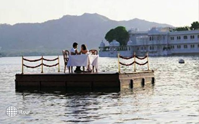 Taj Lake Palace 9