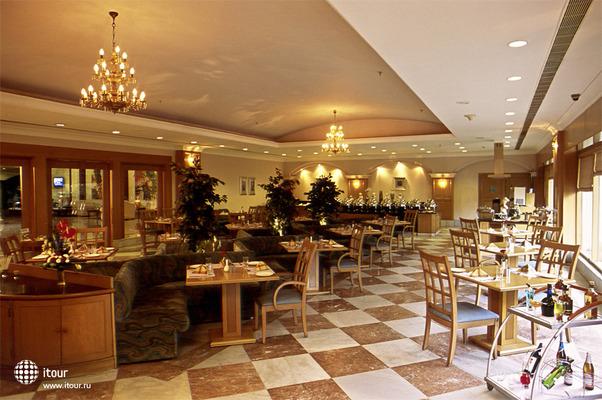 Katriya Hotel & Towers 8