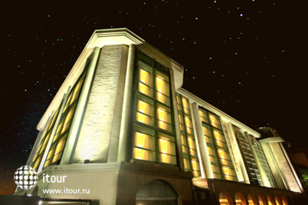 The Atria Hotel 4