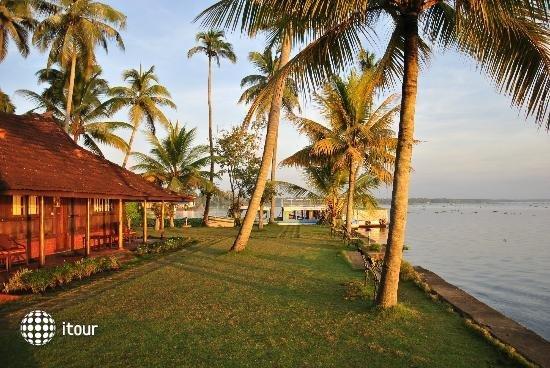 Kayaloram Heritage Lake Resort 7