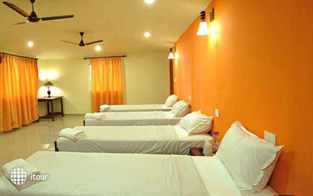 New Kovalam Beach Hotel 4