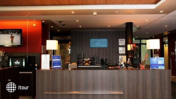 Holiday Inn Express Zurich Airport 2