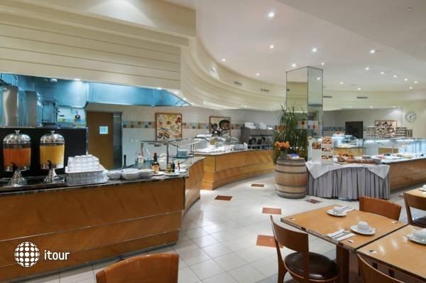Crowne Plaza Hotel 10