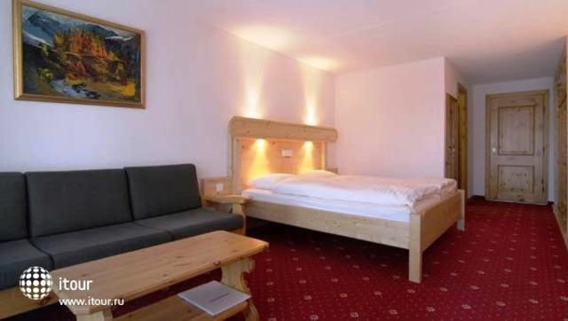 Davos Club Hotel 4