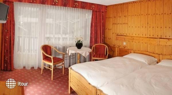 Excelsior Hotel 10