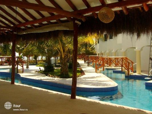 Hidden Beach Resort 7