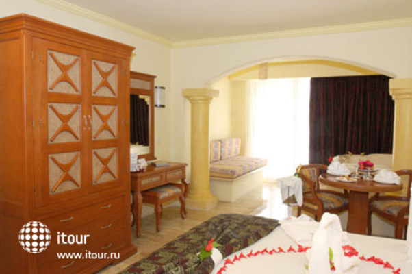 Golden Parnassus Resort & Spa 2