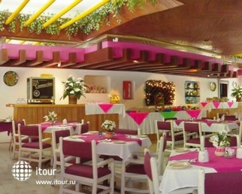 Q-bay Hotel & Suites 4