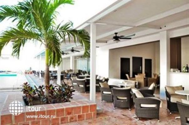 Q-bay Hotel & Suites 7