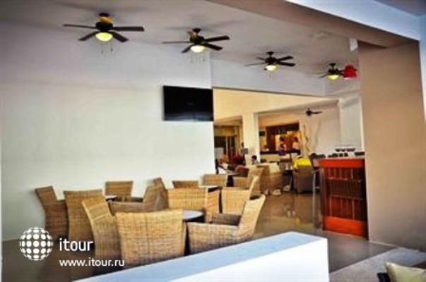 Q-bay Hotel & Suites 8