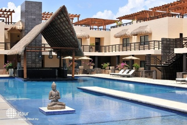 Aldea Thai Luxury Condohotel 1