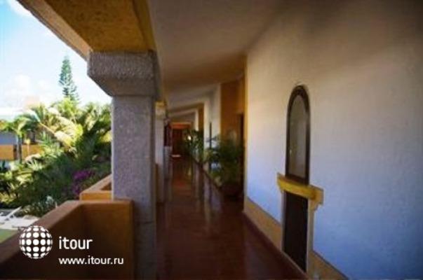 Villa Arqueologica Coba 8