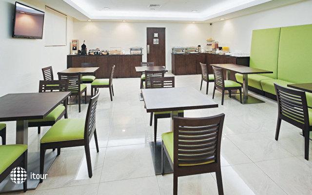 La Quinta Inn & Suites 4