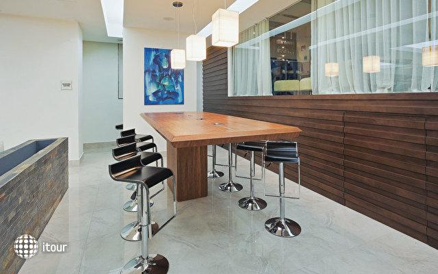 La Quinta Inn & Suites 5