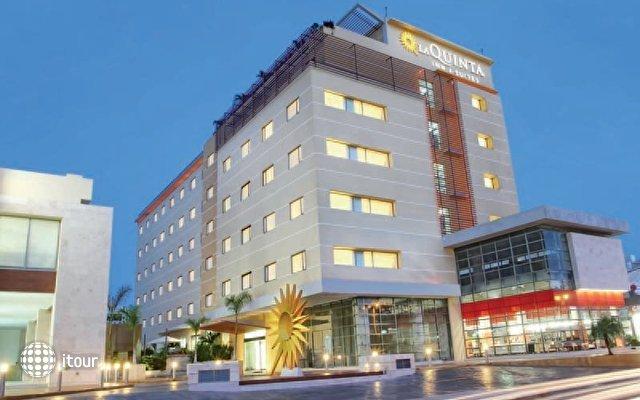La Quinta Inn & Suites 1