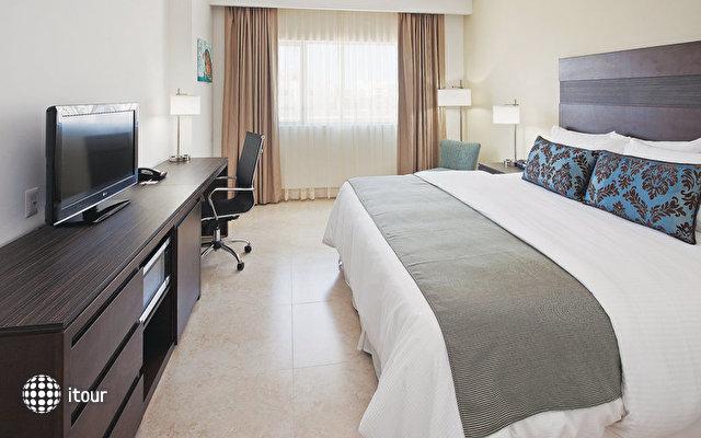 La Quinta Inn & Suites 10